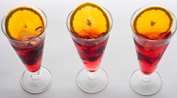 glasses-of-sangria-red-600